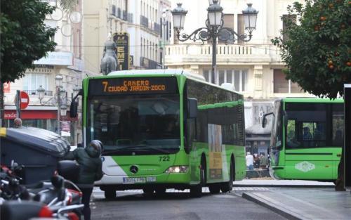 UGT se muestra absolutamente en contra de retirar autobuses del centro